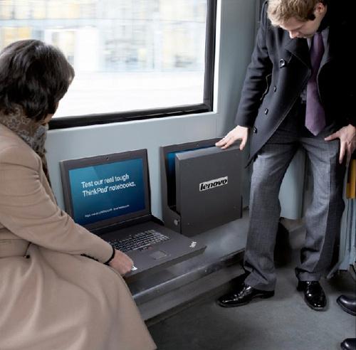 لپ تاپ لنوو به عنوان صندلی اتوبوس